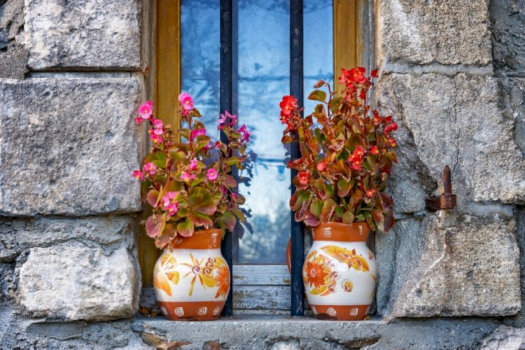 8 IDEAS FOR OUTDOOR WALL DECORATIONS