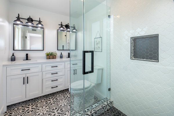 10 Cheap Ways to Modernize your Bathroom Interiors